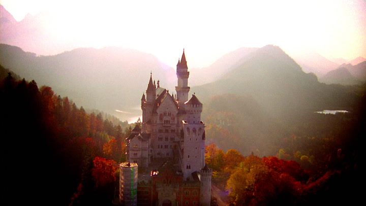 Live Like a Lannister in These Legit American Castles