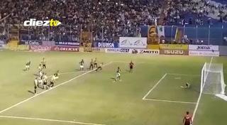 Gol de Yustin Arboleda desde la gradería del estadio Morazán