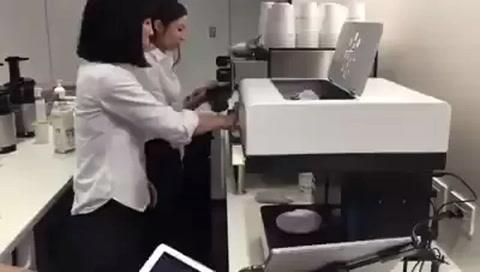 Maquina permite  que te tomen un café con tu rostro