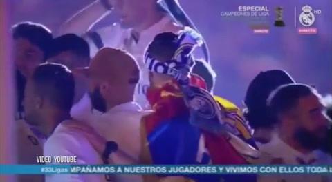 Sergio Ramos cantando Despacito en Cibeles