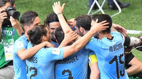 Uruguay vence a Arabia Saudita y clasifica a octavos