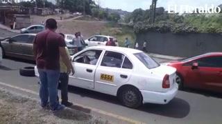 Conductor se da a la fuga tras exigencias de bajar a pasajeros