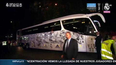 Gran recibimiento al Real Madrid en su llegada a Kiev