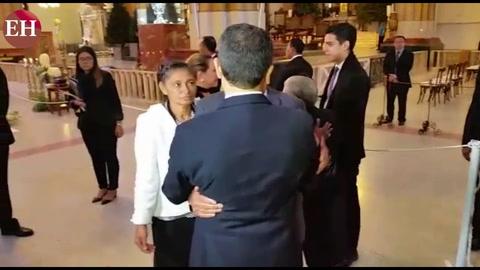 Juan Orlando Hernández recibe condolencias en misa en Suyapa