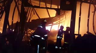 Incendio consume bodega en San Pedro Sula