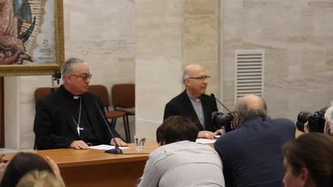 Chilenos escépticos tras dimisión de obispos por abusos