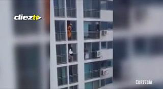 Chica que intentaba suicidarse fue sorprendida por la increíble maniobra de un bombero