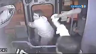 Otobüs şöföründen hırsıza seyir halinde dayak