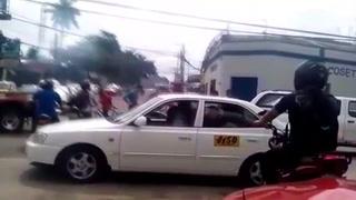 Carro del gobierno embistió a joven que se conducía en motocicleta