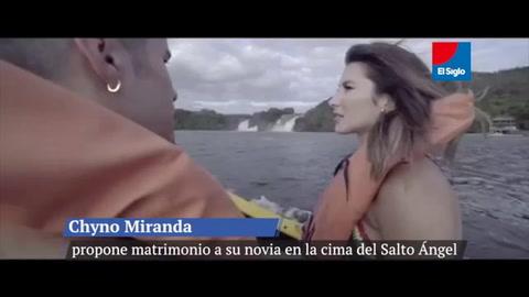 Espectacular propuesta de matrimonio del cantante Chyno Miranda a su novia