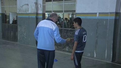 Chicos de barrios humildes de Argentina sueñan en grande gracias al críquet