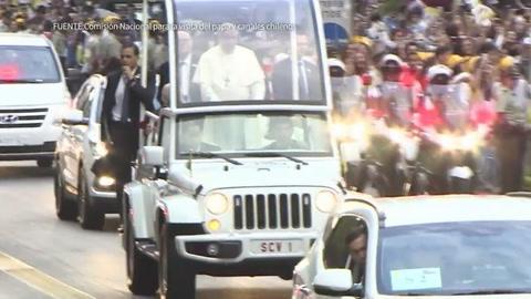 El papa Francisco llega a Chile en sexta visita a la región
