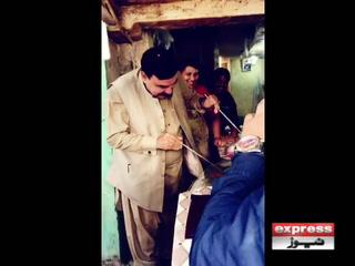 شیخ رشید تندور پر روٹیاں لگانے لگے، وڈیو وائرل