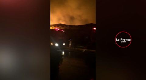 Devastador incendio consume fábrica de Invex en Choloma