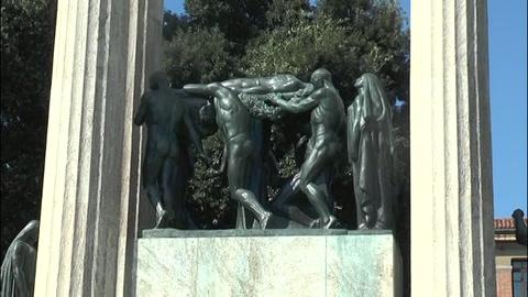 Piazza Vittoria, ritorna il munumento