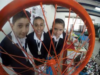 Erick, Jimena y Vanesa, genios tapatíos del reciclaje y robots