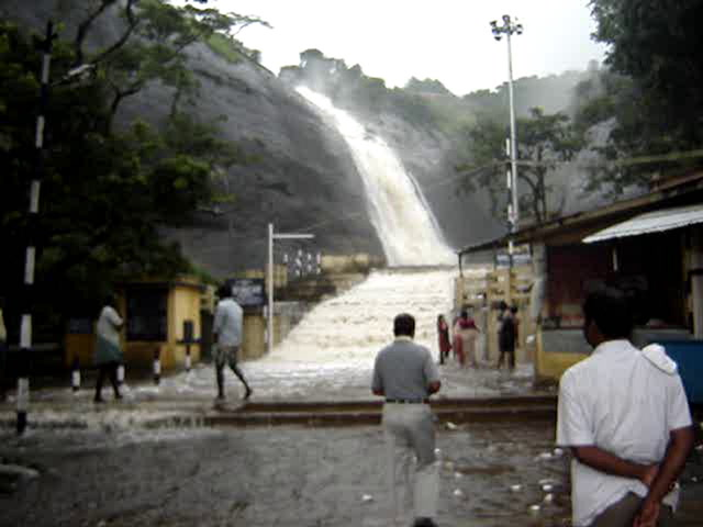 Courtallam Videos-Old falls view with full force