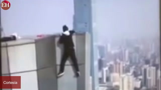 FUERTE VIDEO: Muere al caer de edificio de 62 pisos en China