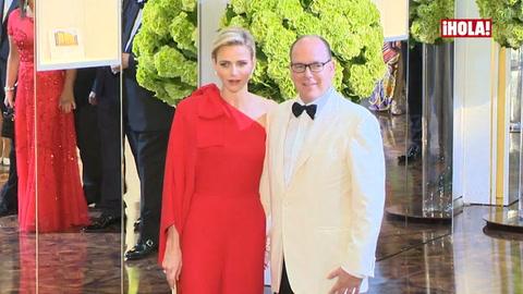 Entramos en el baile de la Cruz Roja, presidido por los príncipes de Mónaco