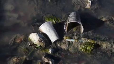 Contaminación acosa al lago de Atitlán en Guatemala