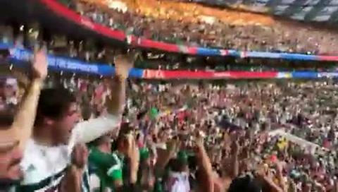 Eufórica celebración de mexicanos tras triunfo en Moscú