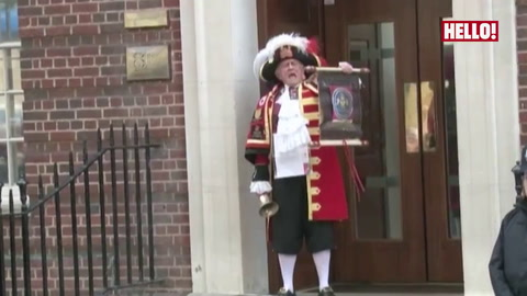 Town Crier Tony Appleton announces the Princess\' birth