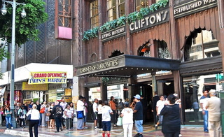 Clifton's Cafeteria Opens in Downtown L.A.! Come Inside!