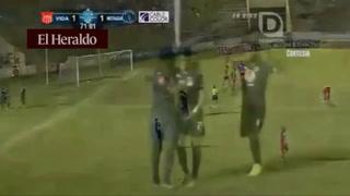 Rubilio Castillo anota el 2 - 1 de Motagua ante Vida en el estadio Municipal Ceibeño