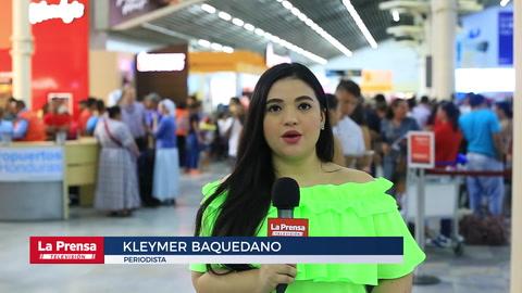 Viajeros abarrotan Aeropuerto Ramón Villeda Morales