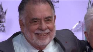 Francis Ford Coppola plasma sus huellas en el Teatro Chino de Hollywood