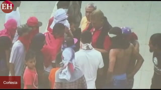 Chele Castro supuestamente repartiendo dinero a manifestantes