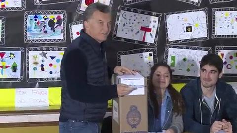 Macri y argentinos acuden a las urnas en elecciones legislativas