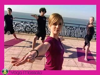 Cours de yoga Yoga Massala phase au sol de la salutation au soleil