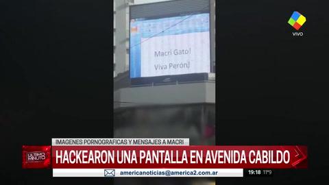 Hackearon una pantalla gigante en Belgrano: mensajes contra Macri y pornografía