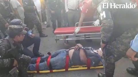 Varios heridos al caer vehículo desde parqueo en Comayagüela