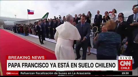 Alcalde rompe el protocolo cuando el Papa llevaba minutos en Chile