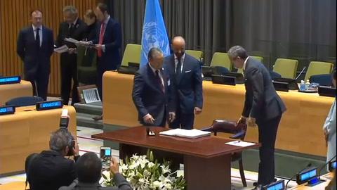 ONU: 51 países firman tratado que prohíbe armas nucleares