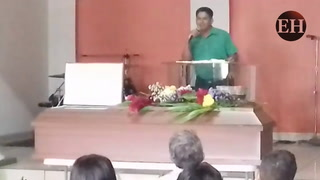 El dolor embarga a familiares en velorio de centralista asesinado en Comayagüela