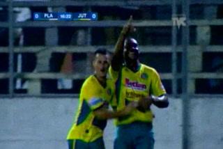 Hilder Colón anota el 1 - 0 de Juticalpa ante Platense