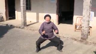 Abuela china que practica kung-fu, sensación en redes