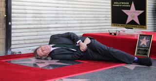 Hugh Laurie, 'House', desvela estrella en Paseo de la Fama