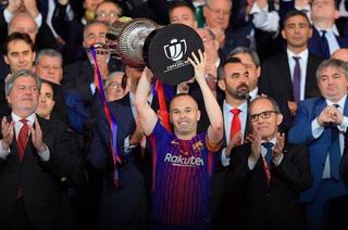 Barcelona humilla al Sevilla con un Iniesta imperial en la final de Copa del Rey