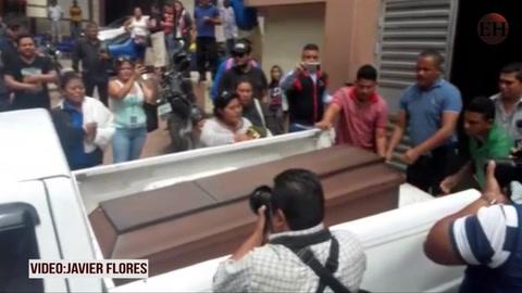 Retiran cadaver de muchacha que murió por bala perdida