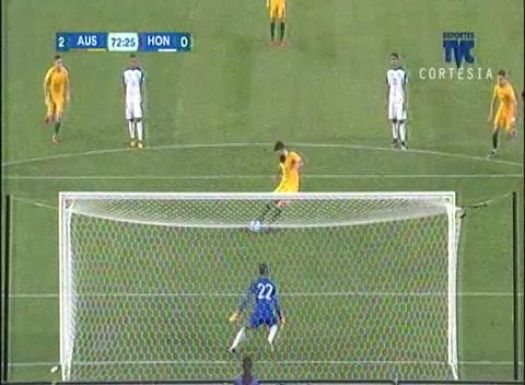 De lanzamiento penal Australia anota el segundo gol