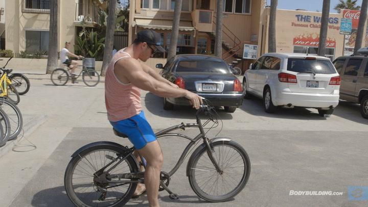 Calum Von Moger Cruises Venice Beach & Arms Workout for Mass | Episode 5