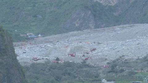 China aún busca desaparecidos tras desprendimiento de tierra