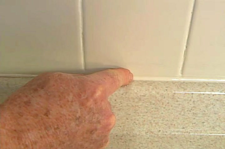 How To Remove And Apply Caulks And Sealants Smoothly DIY Projects - Applying caulk to shower