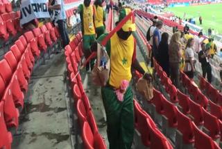 Aficionados de Senegal dan el ejemplo limpiando la gradería al finalizar el partido