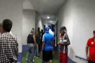 Protesta de hinchas de Olimpia se sale de control en las afueras del estadio Nacional