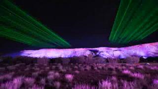 Diseños aborígenes iluminan el desierto de Australia